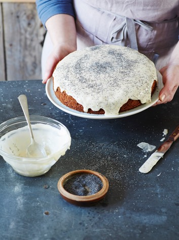 courgette, lemon & poppyseed cake